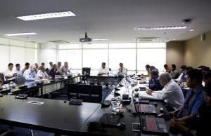 Menko Luhut Pimpin Rapat dengan Dirut Pelindo 1, 2, 3, 4 dan Pengusaha Belanda di Kantor Maritim, Jakarta (24/1).