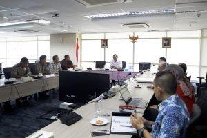 Menko Luhut Pimpin Rapat tentang Perkembangan Pembebasan Lahan Mandalika, di Kantor Maritim Jakarta (24/1).