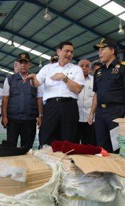 Menteri Koordinator Bidang Kemaritiman Luhut B Pandjaitan pada saat kunjungan di Pelindo 2 di Jakarta, 23 Januari 2016
