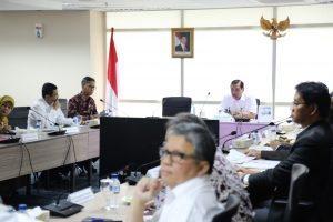 Menteri Koordinator Bidang Kemaritiman Luhut B Pandjaitan pimpin rapat koordinasi dengan Dirut Pelindo I, II, III dan IV dengan para Gubernur di Jakarta (30/1)