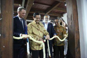 Menko Luhut saat menghadiri pembukaan Pameran Eksebisi Budaya Maritim Indonesia - Inggris di Museun Kebaharian, Jakarta (27/02)