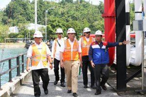 Menteri Koordinator Bidang Kemaritiman Luhut B Pandjaitan Tinjau Lokasi Terminal Transit BBM PERTAMINA di Ambon (8/2)