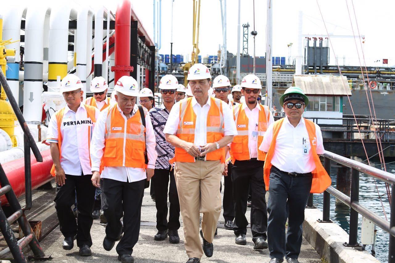Menko Luhut Tinjau Terminal Transit BBM PERTAMINA di Ambon