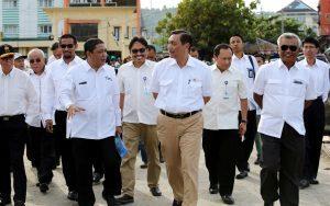 Menteri Koordinator Bidang Kemaritiman Luhut B Pandjaitan meninjau Lokasi Pelabuhan Selamet Riyadi di Ambon Maluku dalam agenda HPN 2017 (8/2)