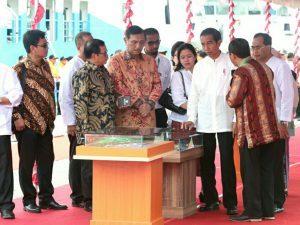Menteri Koordinator Bidang Kemaritiman Luhut B Pandjaitan beserta jajaran Menteri Kabinet Kerja mendampingi Presiden RI Joko Widodo dalam acara Hari Puncak Hari Pers Nasional di Ambon (9/2)