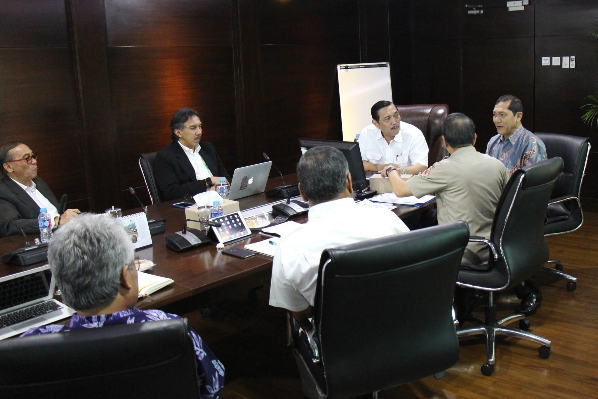 Menko Luhut B. Pandjaitan pimpin rapat terkait pembahasan gunung sinabung dengan Bupati Karo dan Kepala BNPB