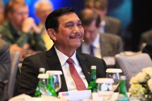 Menteri Koordinator Bidang kemaritiman Luhut B Pandjaitan di dampingi Deputi Bidang Kedaulatan maritim Arif Havas Oegroseno menghadiri sekaligus menjadi pembicara di World Ocean Summit di Bali, (23/2)