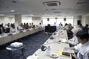 Menko Bidang Kemaritiman, Luhut B. Pandjaitan pimpin Rapat Koordinasi Sinergitas Pembangunan dan Pengelolaan Kawasan Pariwisata Danau Toba di Kantor Maritim, Jakarta (31/1)