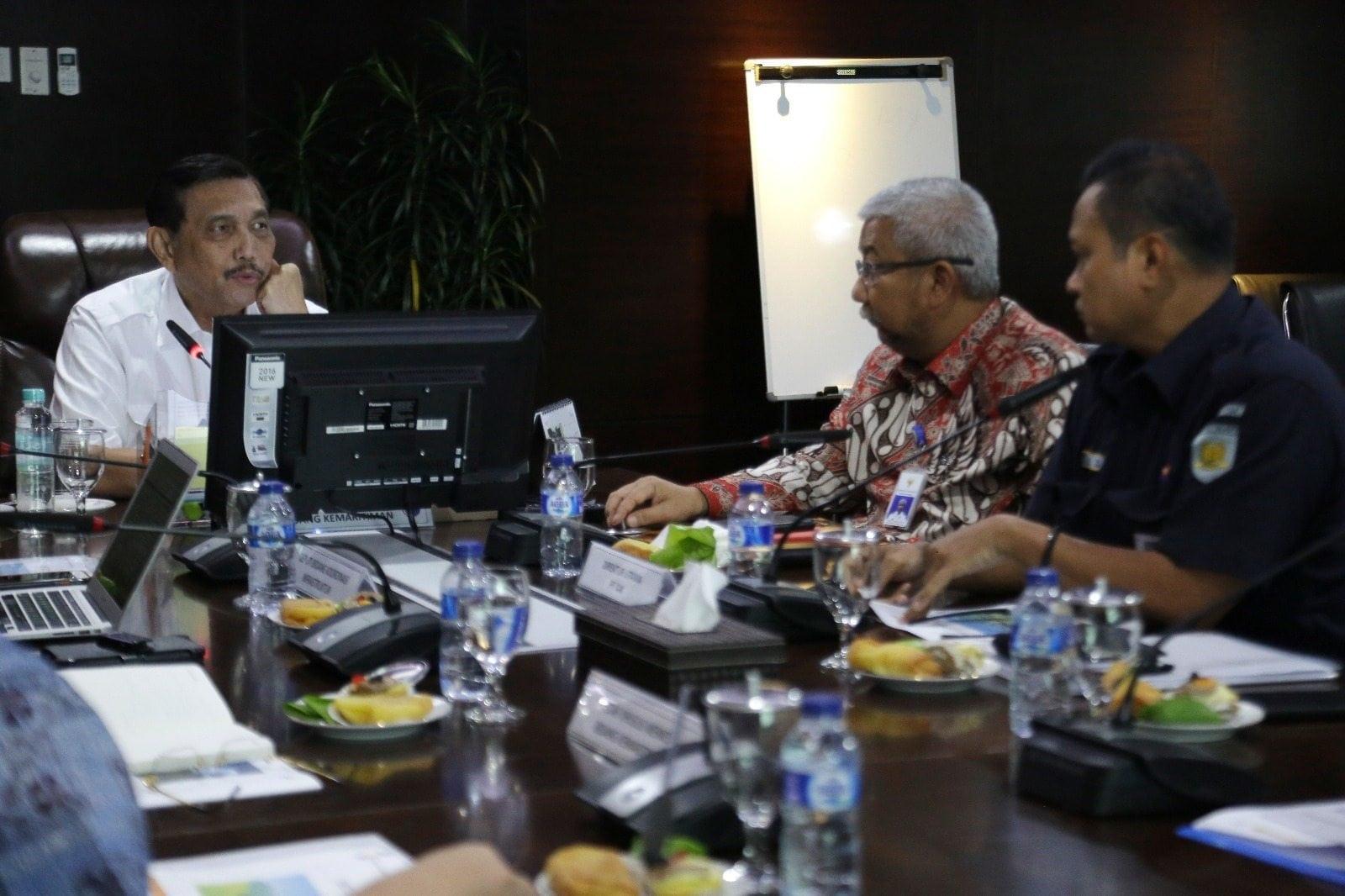 Menko Luhut Terima Paparan Dirut KAI untuk pembahasan Kereta Jakarta-Surabaya