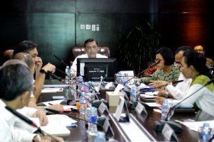 Menteri Koordinator Bidang Kemaritiman Luhut B Pandjaitan Pimpin Rapat Koordinasi Tindak Lanjut LRT yg di hadiri, Menkeu,Men BUMN, dan Menhub di Kantor Maritim (7/2)