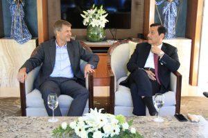 Menteri Koordinator Bidang Kemaritiman Luhut B Pandjaitan Hadiri Season General Meeting 6 dengan Executive Director UNEP, Erik Solheim dalam agenda World Ocean Summit di Presidential Sofitel Hotel Bali (23/2)
