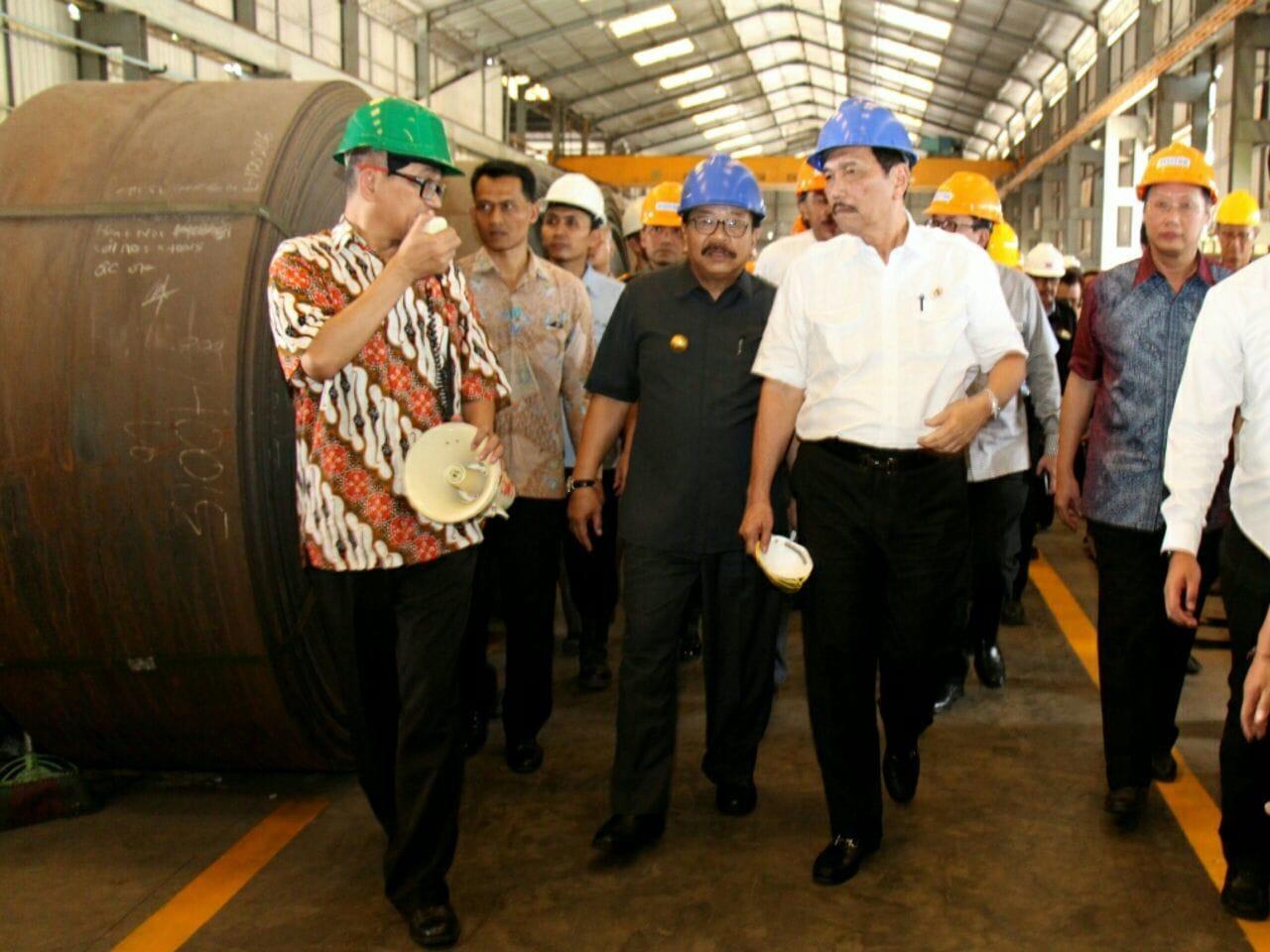 Kunjungan Kerja Menko Bidang Kemaritiman, Luhut B. Pandjaitan ke PT Indal Steel Pipe Kawasan Industri Maspion, Manyar, Gresik, Senin (20/3).