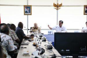 Menko Luhut bersilaturahmibersama tokoh masyarakat Papua di Kantor Maritim, Jakarta (28/17)