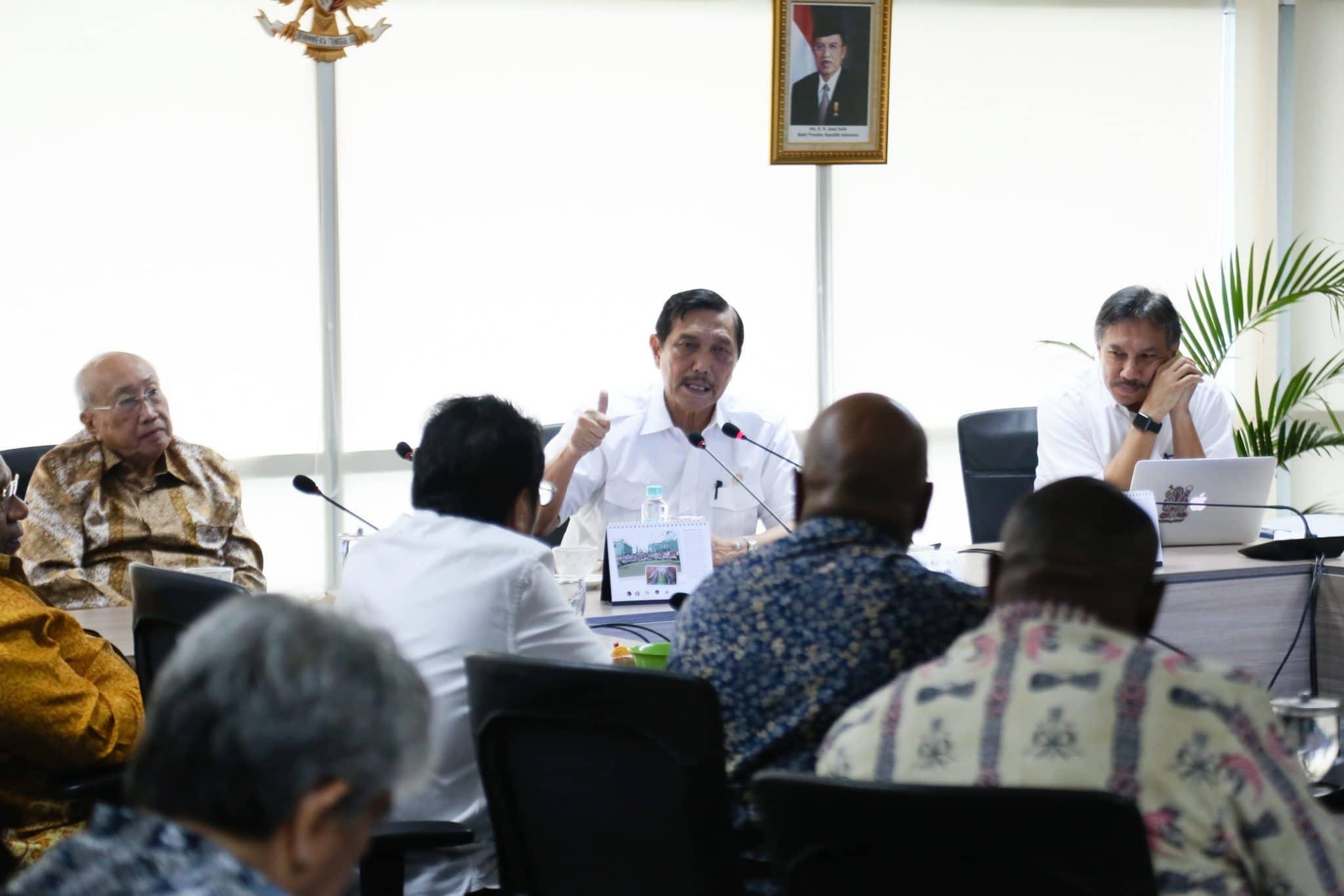 Menko Luhut bersilaturahmibersama tokoh masyarakat Papua
