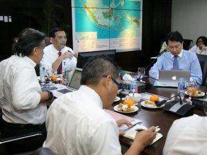 Menko Luhut B. Pandjaitan pimpin Rapat Internal Staf di Kantor Kemenko Maritim, Jakarta (13/3).