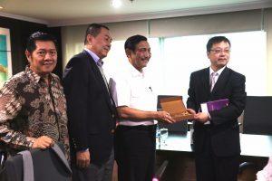 Menko Luhut Meeting Dengan Mr. Zhou Anjun, Investor China dan Brigjen (Purn) (K) Nurhajizah, Wakil Gubernur Sumatera Utara di Kantor Maritim, Jakarta.(28/02)