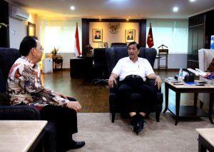 Menteri Koordinator Bidang Kemaritiman Luhut B Pandjaitan menerima Dirut PT. Sriwijaya Air, Chandra Lie di Kantor Kemenko Maritim, dalam agenda mendapatkan arahan dan petunjuk untuk meningkatkan kinerja dan pelayanan serta perbaikan terhadap Sriwijaya dan Nam Air (3/3)