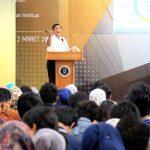 Memberikan kuliah umum di ITB, Menko Luhut di sambut mahasiswa/i ITB di Bandung
