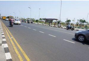 Jalan raya yang dibangun dengan plastic tar. Dok. Asdep Iptekj