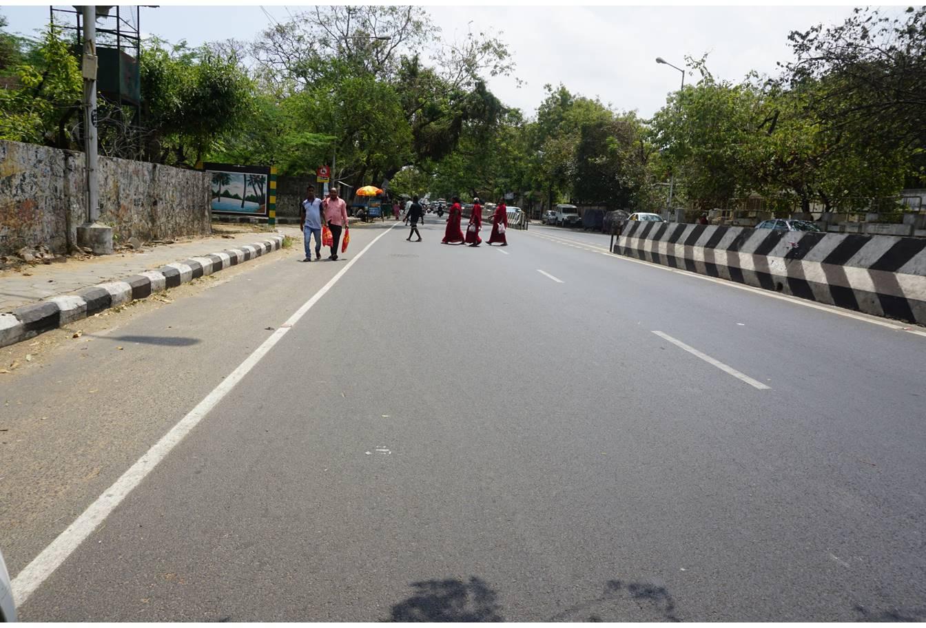 Velachery Road (2002)