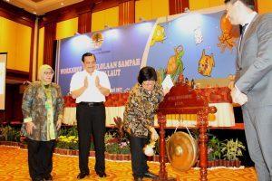Menko Luhut B Pandjaitan menjadi Keynote Speech di acara Workshop Pengelolaan Sampah Pantai dan Laut di Hotel Borobudur (27/2)