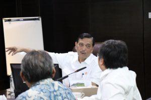 Menko Luhut Meeting bersama Bapak Bambang Brodjonegoro (Kepala Bapenas) di Kantor Maritim. (08/03)