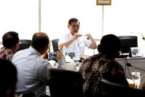 Menteri Koordinator Bidang Kemaritiman Luhut B Pandjaitan Pimpin Rapat Koordinasi Laporan Langkah dan Kebijakan Indonesia dalam Kerjasama CTI-CFF di Kantor Maritim (9/3)