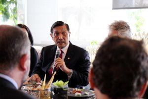 Menteri Koordinator Bidang Kemaritiman Luhut B Pandjaitan di dampingi para deputi 1,2,3 dan 4 Lunch Meeting dengan Para Duta Besar Uni Eropa di Keraton The Plaza, Jakarta (13/3)