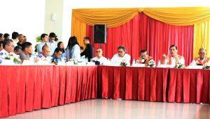 Menteri Koordinator Bidang Kemaritiman Luhut B Pandjaitan Meninjau Terminal Teluk Lamong di Surabaya (20/3) dalam agenda kunjungannya Bapak Menko memberikan pengarahan di terminal teluk lamong (20/3)
