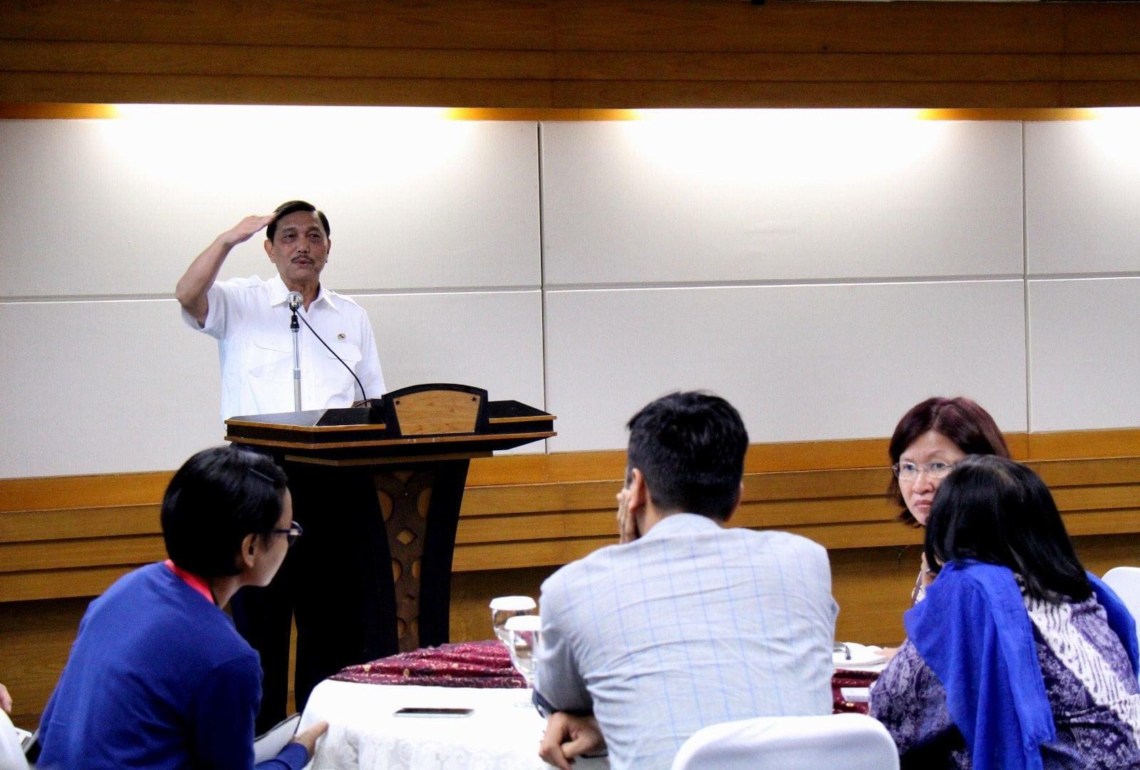 Menko Luhut : Revisi Permenhub 32 untuk keadilan dan cegah monopoli