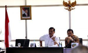 Menteri Koordinator Bidang Kemaritiman Luhut B Pandjaitan Pimpin Rakor Sinkronisasi dan Sinergitas Pengelolaan dan Pengamanan Laut di Kawasan Lego Jangkar di Selat Phillips (Pulau Nipa) dan Selat Singapura (Pulau Tolop) di Kantor Kemenko Maritim (24/3)