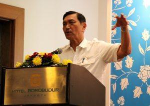 Menteri Koordinator Bidang Kemaritiman Luhut B Pandjaitan menghaadiri sekaligus memberikan sambutan dan menyaksikan peluncuran kolaborasi Blue Bird dan Gojek di Borobudur Hotel (30/3)