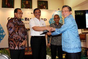 Menteri Koordinator Bidang Kemaritiman Luhut B Pandjaitan di dampingi Menhub Budi Karya menghaadiri sekaligus memberikan sambutan dan menyaksikan peluncuran kolaborasi Blue Bird dan Gojek di Borobudur Hotel (30/3)