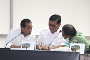 Menko Luhut pimpin Rakor pembahasan rencana revisi Peraturan Menteri Perhubungan No.32/2016 tentang Penyelenggaraan Angkutan Orang Dengan Kendaraan Bermotor Umum Tidak Dalam Trayek di Kantor Maritim, Jakarta (24/3).