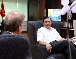 Menko Bidang Kemaritiman, Luhut B. Pandjaitan meeting dengan CEO Port of Rotterdam, Mr.Allard S Castelein di Kantor Maritim