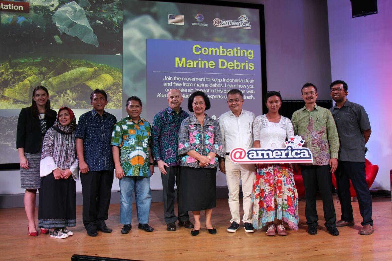 Kemenko Kemaritiman dan Kedubes AS Ajak Pelajar dan Komunitas Blogger Perangi Sampah Laut