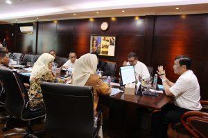 Menko Luhut Rapat dengan Walikota Tegal tentang Pembangunan Pelabuhan Tegal, di Kantor Maritim, Jakarta (5/4).