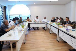 Menko Luhut B. Pandjaitan saat melakukan kunjungan kerja ke Kantor Sekretariat Regional CTI-CFF, Manado (7/4). Turut serta dalam kunjungan kerja ini Pak Menko di dampingi oleh Gubernur Sulawesi Utara Olly Dondokambey.