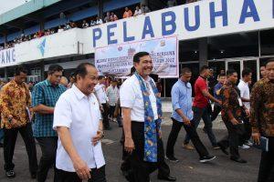 Menko Luhut B.Pandjaitan saat memberikan Pengarahan kepada peserta Musyawarah Perencanaan dan Pengembangan (Musrenbang) RKPD 2018 Provinsi Maluku tahun 2017, di KM Dorolonda, Bitung(7/4)