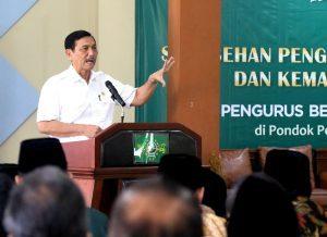 Menteri Koordinator Bidang Kemaritiman Luhut B Pandjaitan menghadiri sekaligus memberikan Keynote Speaker pada Sarasehan Pengembangan Ekonomi Umat dan Kemaritiman Indonesia (PBNU) di Pondok Pesantren As Tsaqafah Jakarta (6/4)