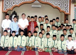 Menteri Koordinator Bidang Kemaritiman Luhut B Pandjaitan Temuai Para Santriwan/i di Pondok Pesantren As Tsaqafah Jakarta (6/4)