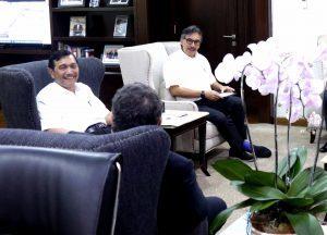 Menteri Koordinator Bidang Kemaritiman Luhut B Pandjaitan menerima audiensi Mr. Patrick Pouyanne (CEO Total) dan Mr. Arnauld Breuillac (Presdir Total E&P) di Kantor Maritim (6/4)