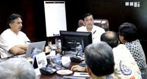 Menteri Koordinator Bidang Kemaritiman Luhut B Pandjaitan Menerima Paparan Usulan Program BPPT Tahun 2018 di Kantor Kemenko Maritim (6/4)
