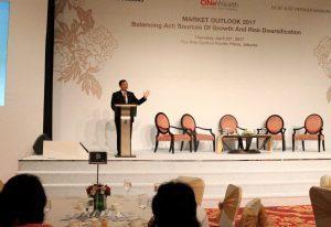 Menko Luhut Memberikan Keynote Speech di Seminar Financial OCBC NISP