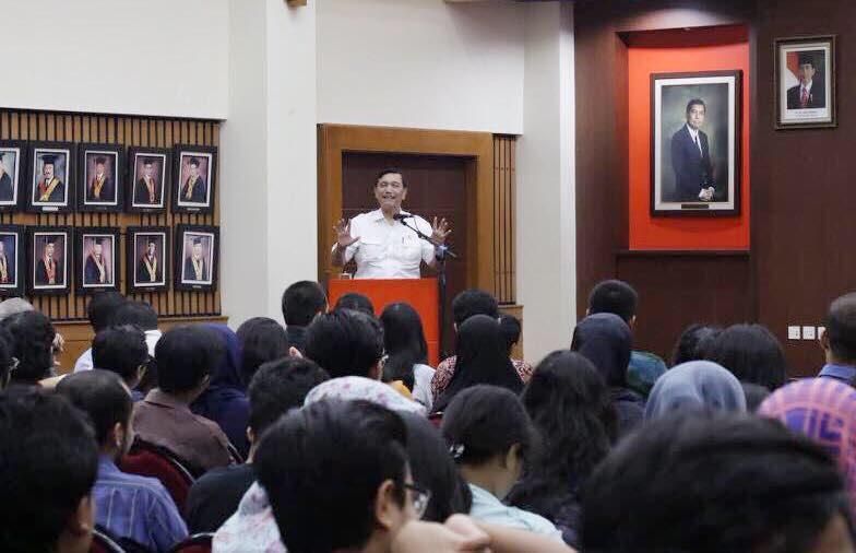 Menko Luhut Sebagai Pembicara Dalam Kuliah Umum Sosialisasi Kebijakan Kelautan Indonesia di UI
