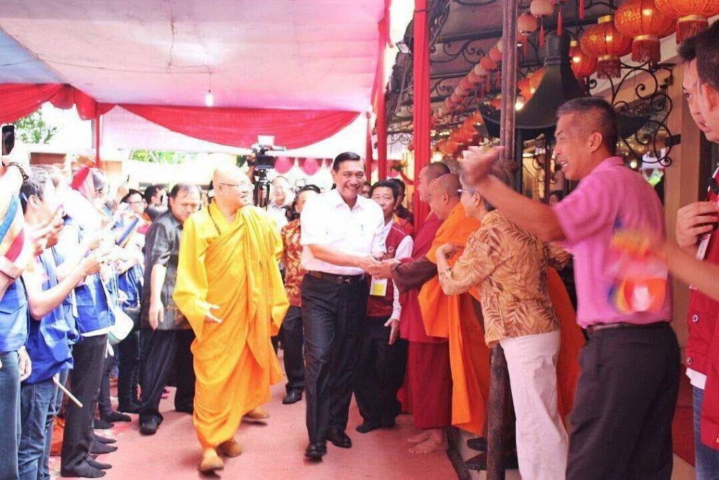 Perayaan Hari Trisuci Waisak, Menko Luhut Sambangi Wihara Ekayana Arana Indonesia Buddhist Centre