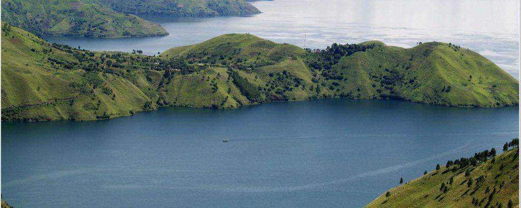 cropped-lake-toba6
