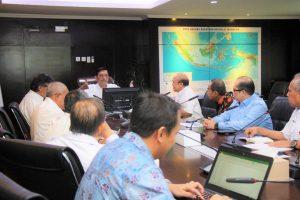 Menko Luhut Pimpin Rapat Kereta Cepat Jakarta-Bandung di Kantor Maritim