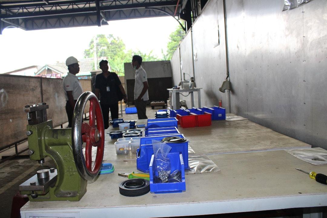 Kemenko Maritim Bersama Perwakilan K/L, BUMN dan Swasta Tinjau Pabrik Konverter Kit