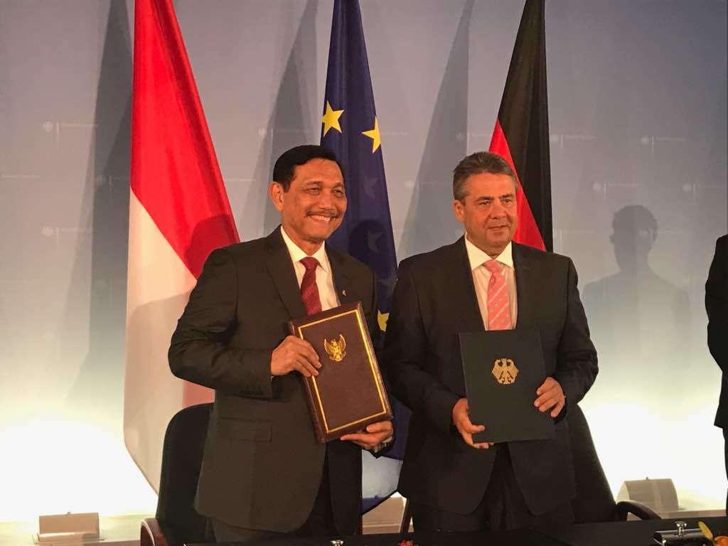 Menko Luhut Teken MoU Kerjasama Bilateral Maritim Dengan Jerman